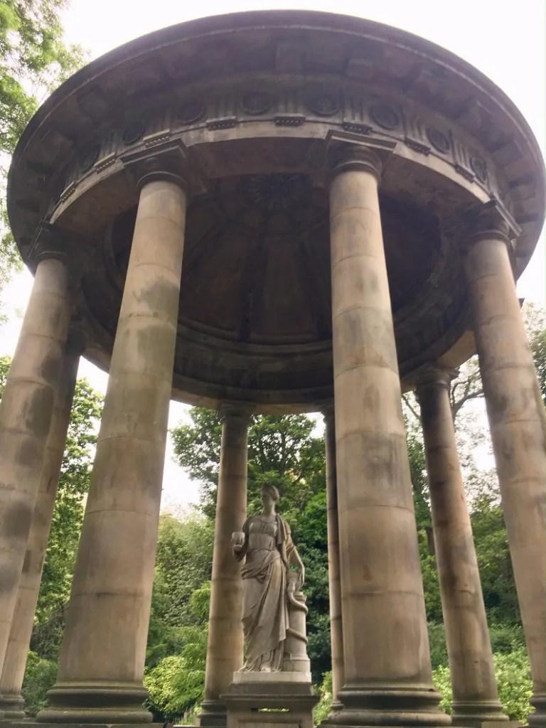 Il Saint Bernard's Well al Dean Village di Edimburgo