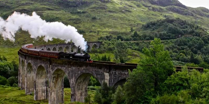 Il viadotto di Glenfinnan di harry potter con il treno per Hogwarts