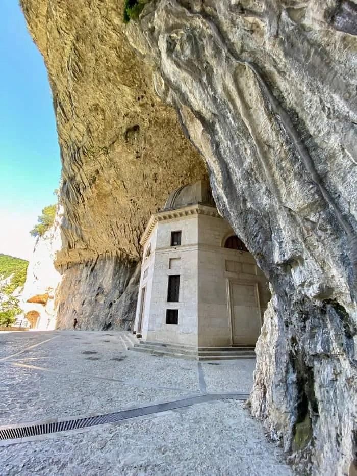 Dettaglio del tempio di Valadier