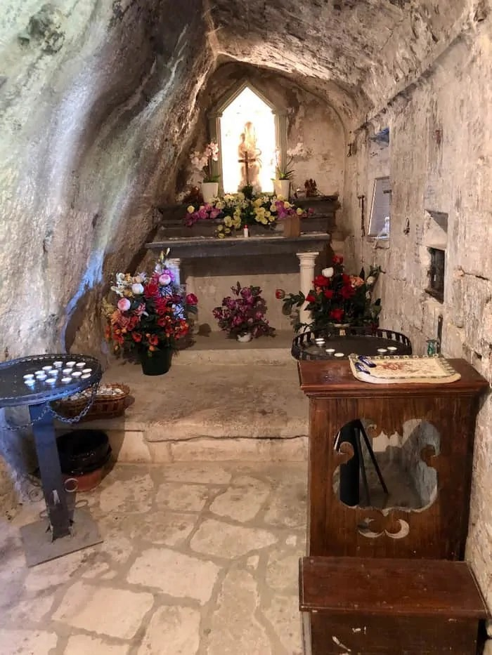 L'interno dell'Eremo del tempio di Valadier