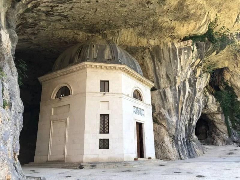 Il Tempio di Valadier nella grotta
