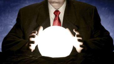 satira-desenvolvedores-ao-redor-do-mundo-bola-cristal