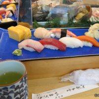 Mencoba Yamazaki Sushi di Tsukiji Fish Market, Tokyo