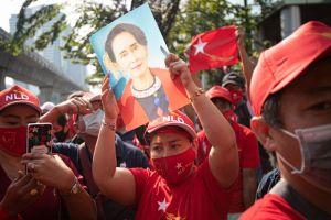 Manifestations pour Aung San Suu Kyi en Birmanie