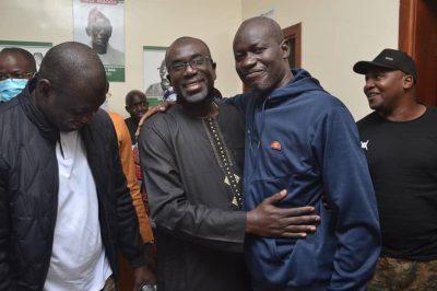 "Photos - Libération de Birame Soulèye Diop et Abass Fall: ""Nos héros sont sortis"" (Moustapha Sarré)"