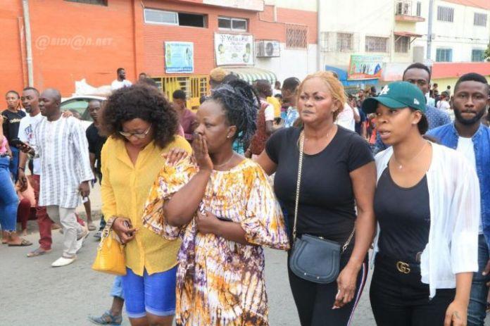 rip04 - Décès de Arafat Dj : Mobilisation de ses fans devant l'hôpital (Photos)