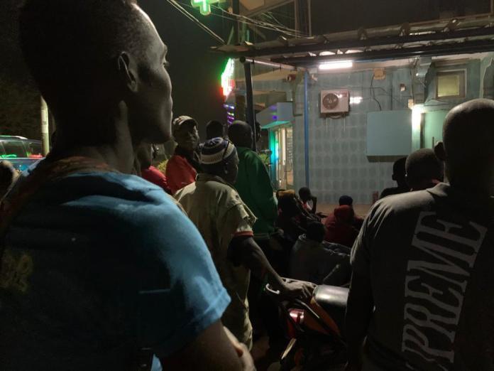 3 - Kédougou : Aly Ngouille Ndiaye suit Salzbourg/Liverpool dans la rue (photo)