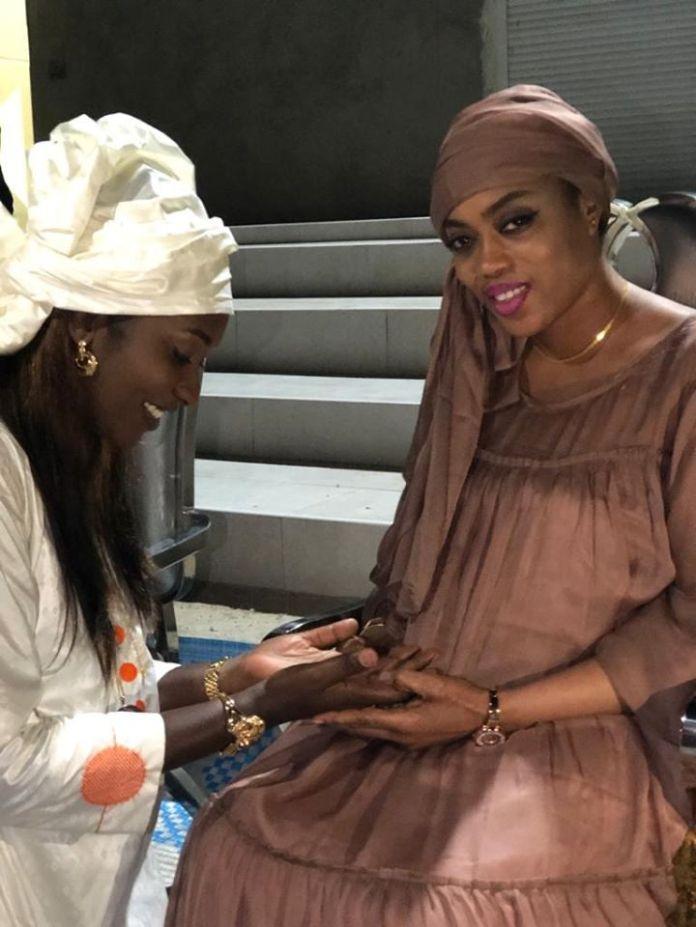 (Photos)Medinatoul Salam : Sokhna Aida Diallo toute rayonnante signe son retour