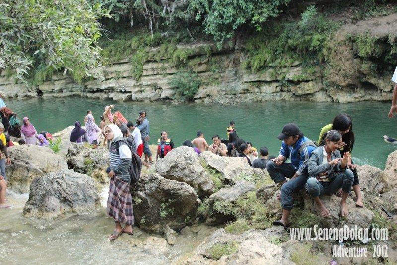 Menikmati Kesejukan Air Terjun Sri Gethuk