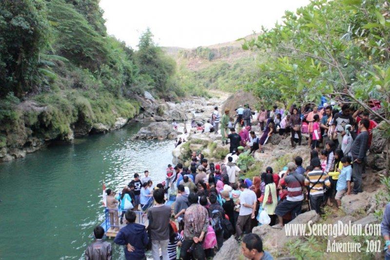 Pengunjung Air Terjun Sri Gethuk
