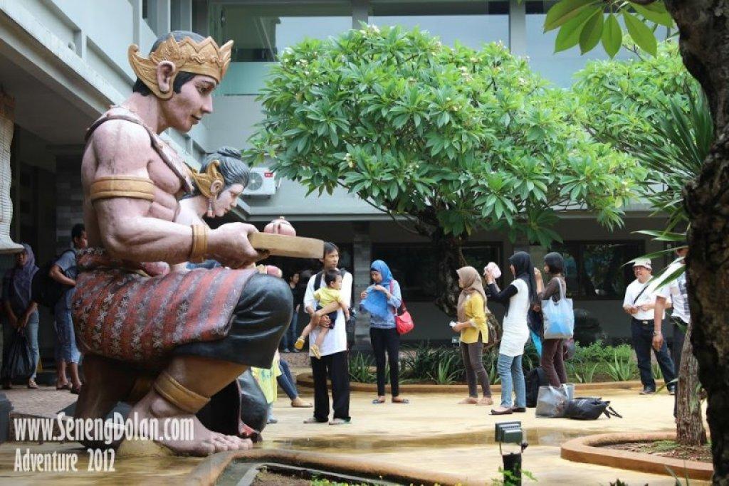 Pengunjung di Pandawa Water World