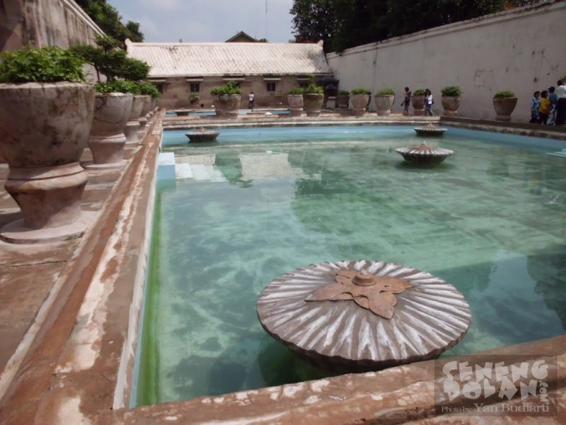 kolam taman sari jogja