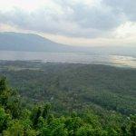 Menikmati Keindahan 5 Gunung dari Bukit Rong