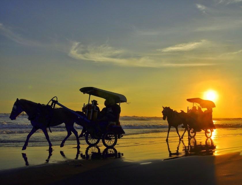 Pantai Parangtritis - Tempat Wisata di Jogja