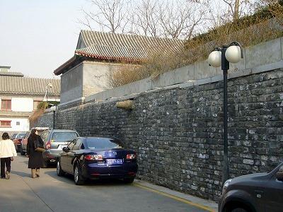 車と比較すると基壇が相当高い