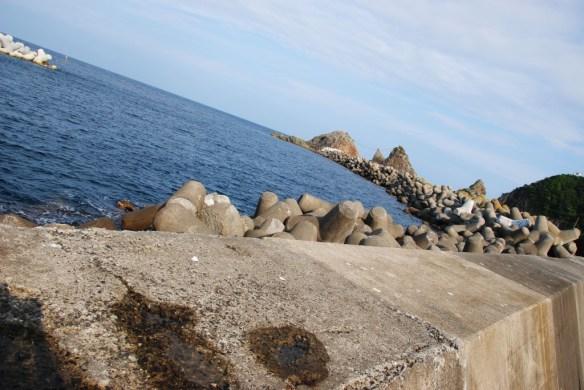 故郷編 袖ヶ浜 灯台に繋がる堤防。アキちゃんとユイちゃんがラストに爆走する辺り