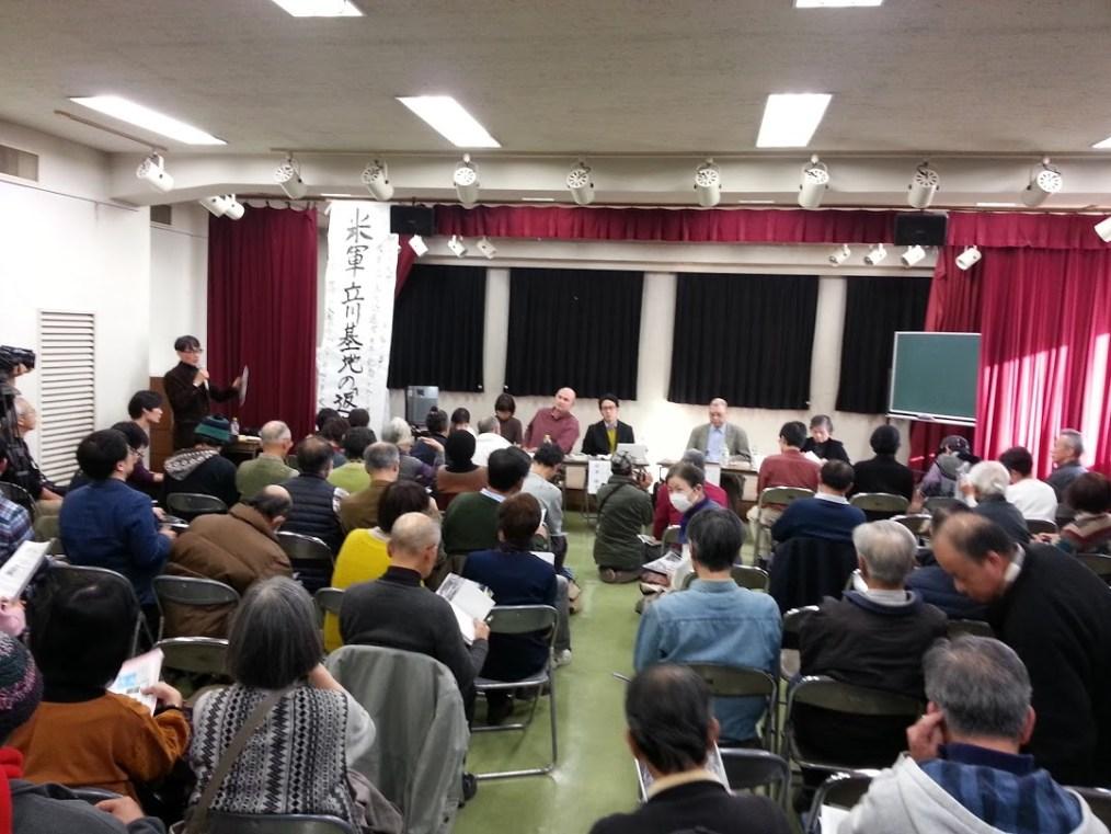会場参加者も交えて討論会が開かれた