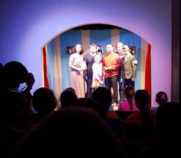 Wayang Keroncong - Behind The Actors berhasil menyabet penghargaan the Best Puppet Maker dalam Red Mood Festival di Moskow, Rusia./Hendra Permana