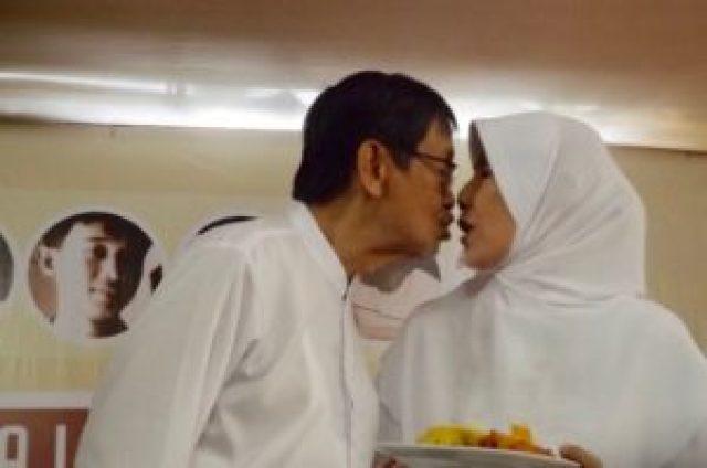 Sayang mesra Ajip kepada Istri Nani WIjaya/SN/AGP