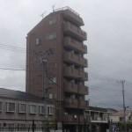 マンション風水「孤立した高い建物は凶・露足殺(ろそくさつ)」