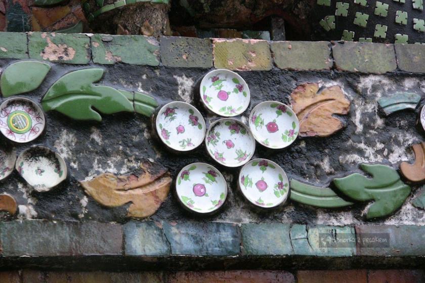 Zdobienia z porcelanowych talerzyków w Wat Arun w Bangkoku
