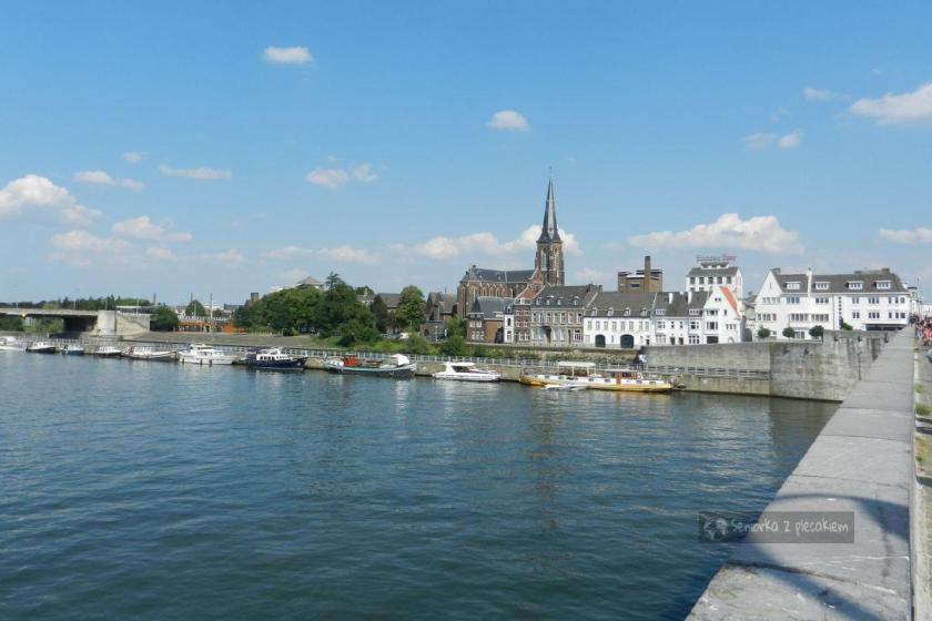 Panorama Maastricht z mostu na rzece Moza