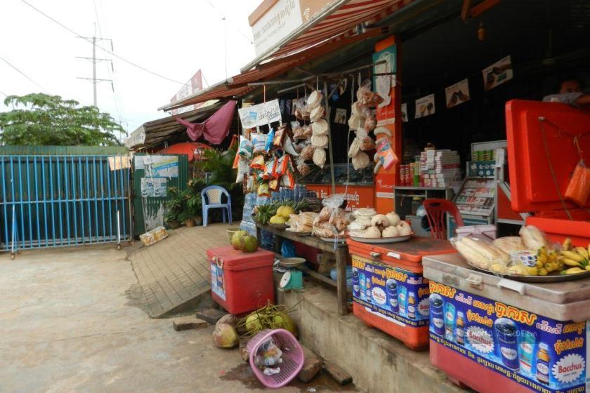 Sklep spożywczy przy drodze do Siem Reap w Kambodży