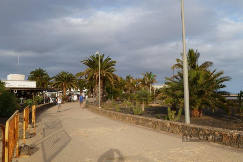 Promenada w Costa Teguise