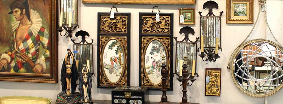 The Twice Monthly Auctions At Showplace Art + Antiques Center Have Become  So Popular, They Draw Crowds From Around The City. Even If You Donu0027t Want  To Bid, ...