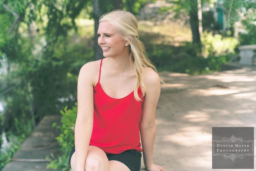 senior portraits ideas red shirt black shorts