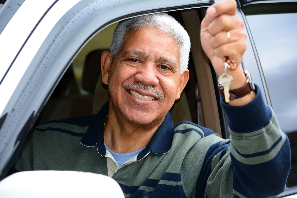 Buy or Lease a Vehicle: Which is Better for Seniors?