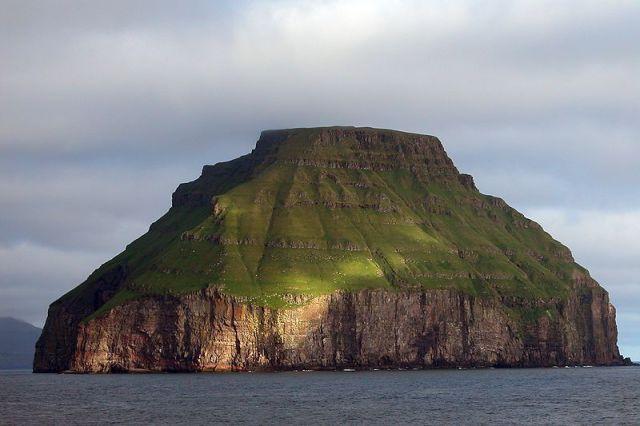 800px-Lítla_Dímun,_Faroe_Islands