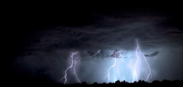lightning-1158027_640