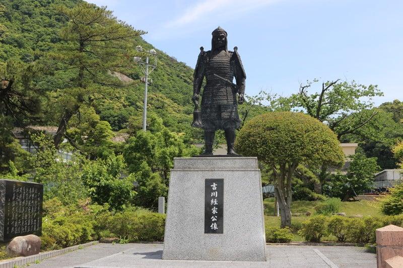 吉川経家の銅像