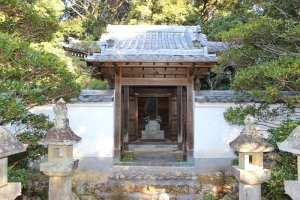 築山御前の月窟廟