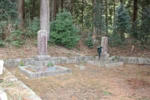 遠山景行の墓と安住尼の墓