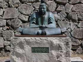 森忠政の銅像