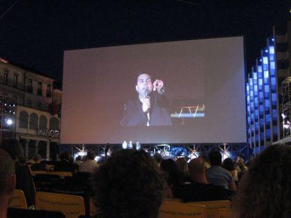 Frédéric Maire auf dem schermo gigante in Locarno (c) sennhauser