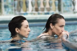 Elsa Zylberstein und Kristin Scott Thomas in 'Il y a longtemps que je t'aime'