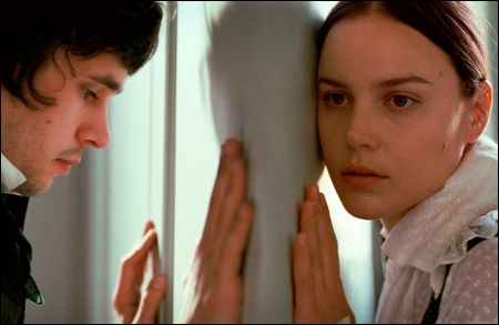 Bright Star: Ben Whishaw (John Keats), Abbie Cornish (Fanny Brawne) © pathé