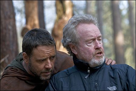 Russell Crowe und Ridley Scott auf dem Set von 'Robin Hood' ©Universal