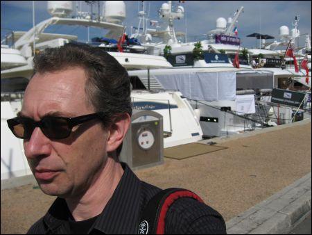 Film- und Landratte Sennhauser inspiziert die schwimmenden Salons im Hafen von Cannes.