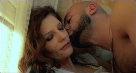 Chiara Mastroianni und François Sagat in 'Homme au bain'