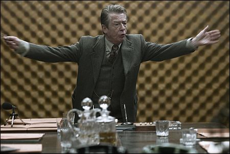 John Hurt ist Control in 'Tinker Taylor Soldier Spy' ©ascot-elite