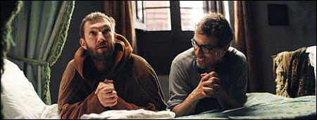 'Le moine' Vincent Cassel und Regisseur Dominik Moll beten für ihr Publikum ©praesens