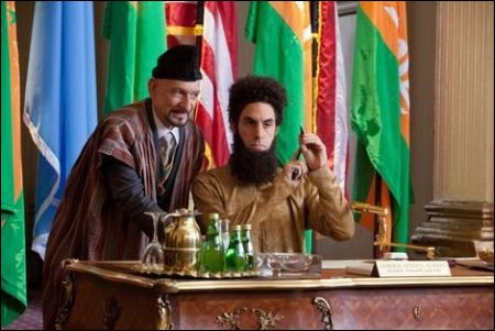 Ben Kingsley und Sacha Baron Cohen in 'The Dictator' ©upi (schweiz)