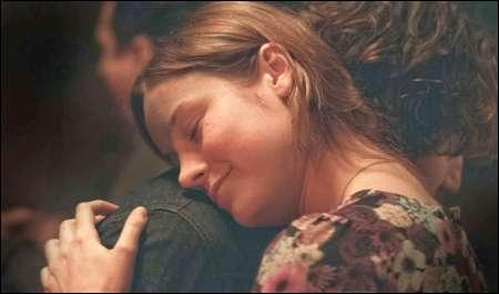 Brie Larson, John Gallagher jr.