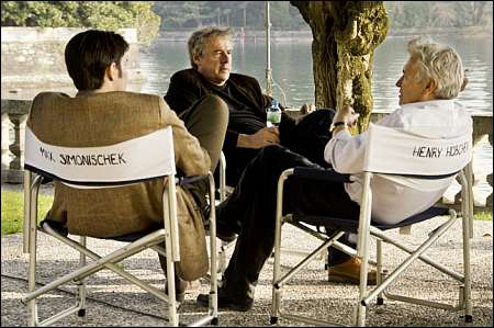 'Am Hang' ? Am See! Markus Imboden mit seinen Darstellern Max Simonischek und Henry Hübchen © filmcoopi