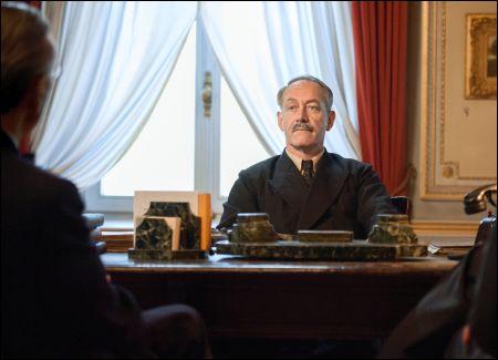 Der eher wirklich böse Chef der Fremdenpolizei Heinrich Rothmund (Robert Hunger-Bühler)  © Disney Schweiz