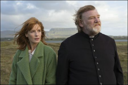 Tochter Fiona (Kelly Reilly, Father James (Brendan Gleeson) © Ascot-Elite